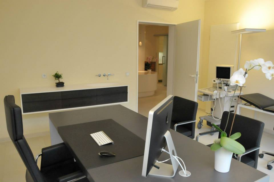 Behandlungszimmer2_praxis_dr_fahimi